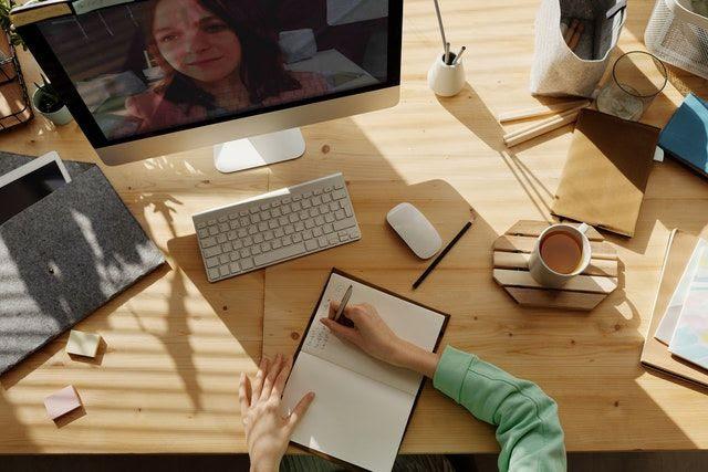 Més formació virtual: al despatx o a casa